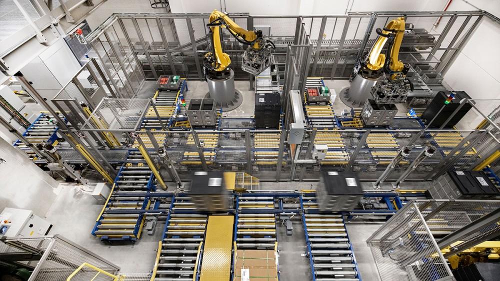 소형 로봇이 단조로운 작업과 조립 업무에 점점 더 많이 사용되고 있습니다.