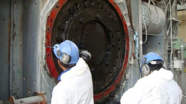 Maintenance work on the high-pressure grinding rolls (HPGR)