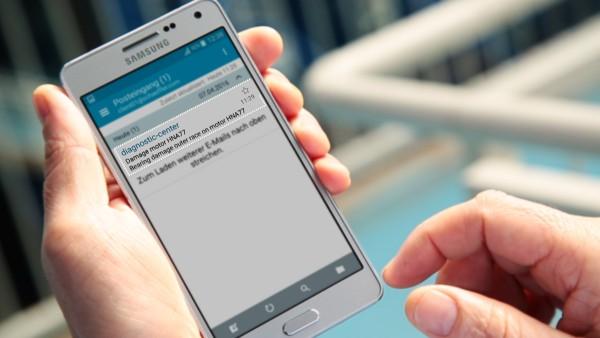 """기계 운전자는 """"ConditionAnalyzer"""" 디지털 서비스에서 이메일로 알림을 받으므로 모바일 단말기에서 쉽게 확인할 수 있습니다."""