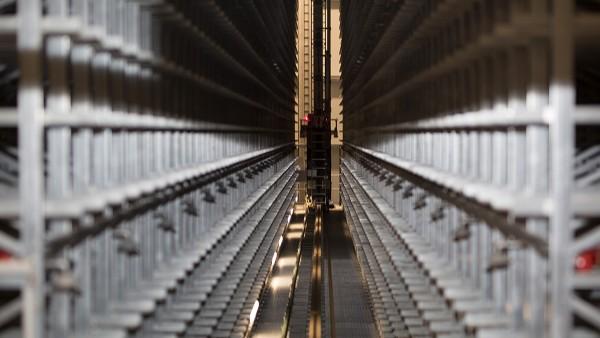 저장 및 검색 시스템의 리프트 및 이동 드라이브를 SmartCheck 장치에서 계속 모니터링합니다.